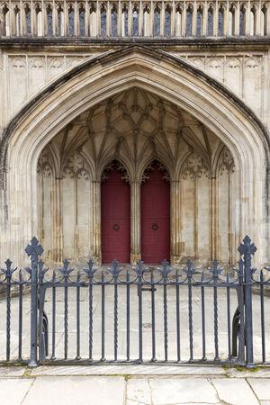 winchester: Ingresso principale e la recinzione della Cattedrale di Winchester, Hampshire, in Inghilterra