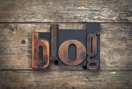 madera r�stica: word blog written with vintage letterpress printing blocks on rustic wood background Foto de archivo