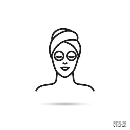 Mujer con máscara facial y cabeza envuelta en icono de línea de vector de toalla. Símbolo de spa, belleza y cosmética.
