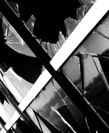 ventana rota: ventana rota Foto de archivo