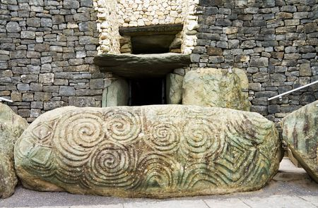 The Triple Spiral and Diamonds at Newgrange Stock Photo