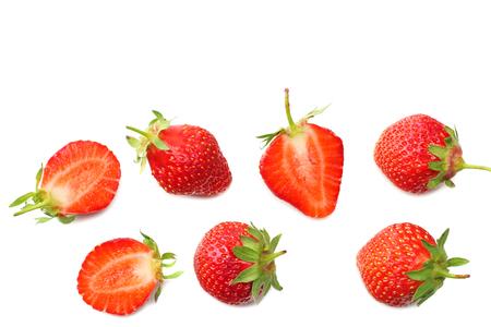 Erdbeere und Scheiben isoliert auf weißem Hintergrund. Gesundes Essen. Ansicht von oben