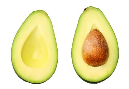in Scheiben geschnittene Avocado isoliert auf weißem Hintergrund