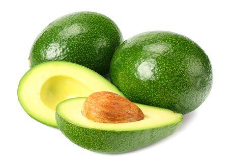 gezond eten. verse avocado met plakjes geïsoleerd op een witte achtergrond Stockfoto