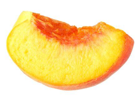 Pfirsichfruchtscheiben isoliert auf weißem Hintergrund Standard-Bild