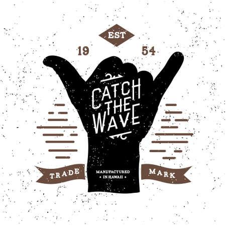 """tatouage: monochrome surf remise en forme hippie vintage label, insigne """"attraper la vague"""" pour �corcheur, affiche, logo ou t-shirt imprim� avec des lettres et shaka"""