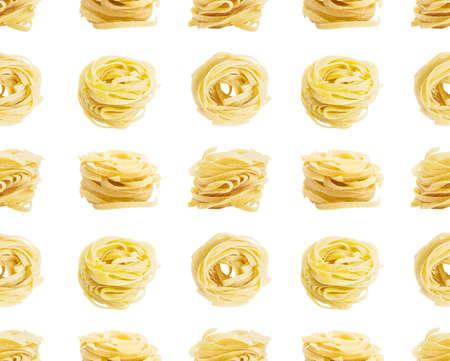 maccheroni: Seamless pattern. Egg pasta nest isolated on white background