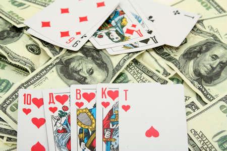 dinero falso: Premio en el p�quer por una combinaci�n de tarjetas de Escalera Real. El dinero falso.