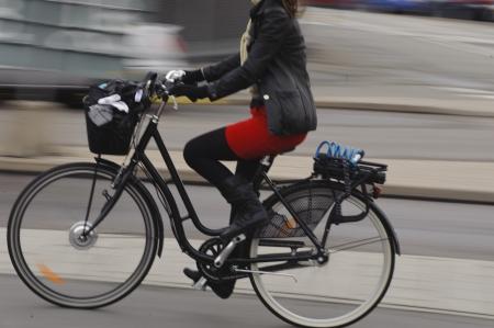 fast lane: Movimiento borroso ciclista femenina