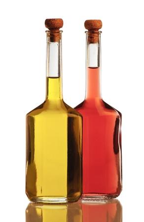 Olijfolie en azijn geïsoleerd op witte achtergrond Stockfoto