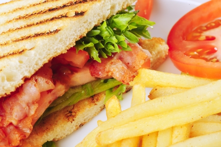 BLT sandwich met frietjes Stockfoto