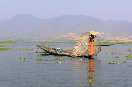 Visser op Inle meer, Myanmar Stockfoto