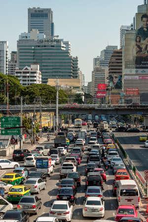traffic building: BANGKOK THAILAND  21 APR 2015: Bangkok traffic jam at Petchburi Road Asoke junction