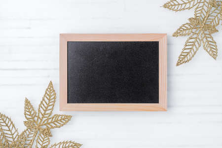 Mockup chalkboard with blank empty screen with christmas ornaments on white wood desk, top view, Mock up blackboard with copy space place for your text Zdjęcie Seryjne