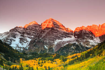 Maroon Bells zonsopgang, White River National Forest, Colorado Stockfoto