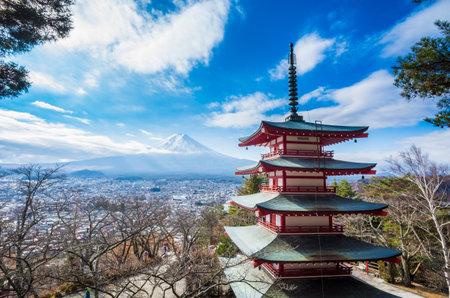 Mont Fuji au Kawakuchiko lac au Japon Banque d'images - 24453661