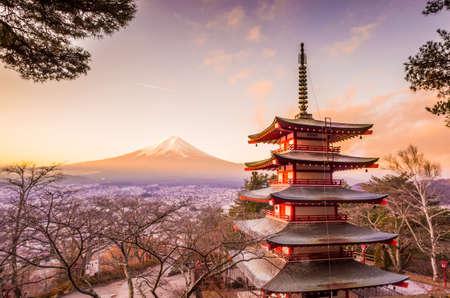 日本の Kawakuchiko 湖マウント富士