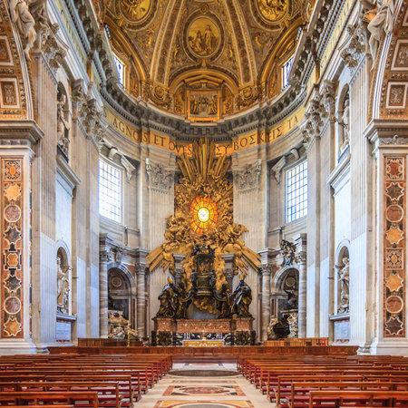 Innenansicht der St. Peters Basilika Standard-Bild - 24820918