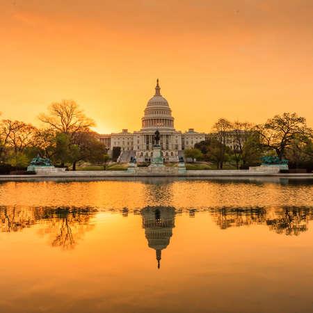 El edificio Capitolio de Estados Unidos en Washington DC, la salida del sol Foto de archivo