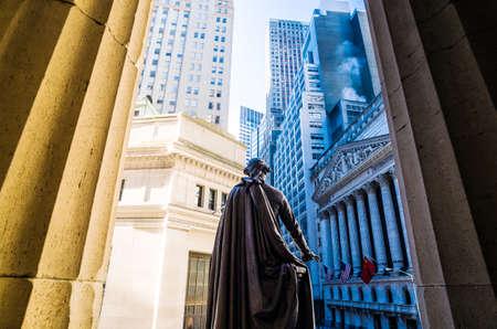 new york stock exchange: Ampio angolo di vista del Wall Street New York Stock Exchange