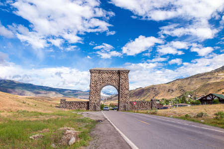 roosevelt: Roosevelt Arch Horizontal Photography - The Roosevelt Arch is the North Entrance to Yellowstone National Park in Gardiner, Montana, U.S.A. Stock Photo