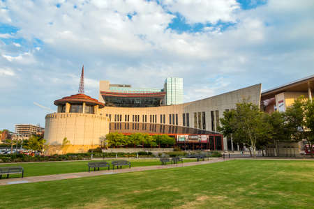 country music: NASHVILLE - August 1: Country Music Hall of Fame and Museum 1. August 2014 in Nashville, TN. Es �ffnete im Jahr 1961 und bewahrt die sich entwickelnde Geschichte und Traditionen der Country-Musik.