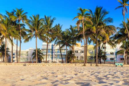 マイアミビーチ, フロリダ州のホテル、オーシャン ドライブのレストラン。ナイト スポット、美しい天気、原始的な浜のための世界有名な地 写真素材 - 30726508