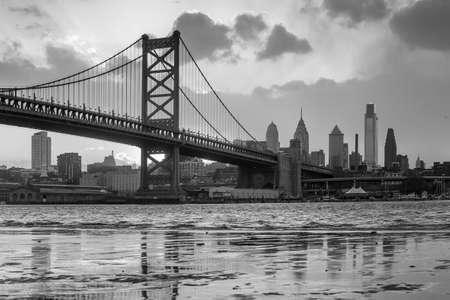 필라델피아: Panorama of Philadelphia skyline, Ben Franklin Bridge and Penns Landing sunset 스톡 사진