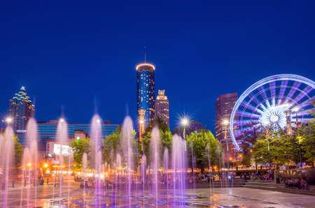 日没後の薄明時間中にアトランタのセンテニアル オリンピック パーク 写真素材 - 34686298
