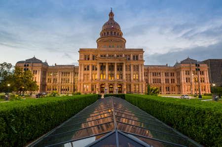 Texas State Capitol Building in Austin, TX. bij schemering