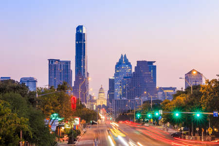 A View of the Skyline Austin, Texas at twilight 스톡 콘텐츠
