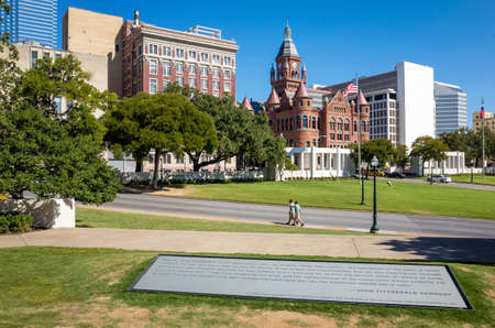 grassy knoll: The Dealy Plaza and its surrounding buildings in Downtown Dallas Editorial