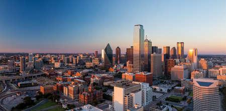 Dallas, Texas cityscape with blue sky at sunset, Texas Standard-Bild
