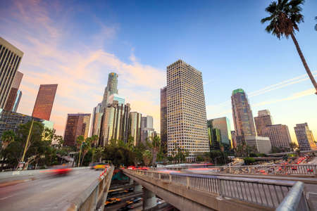 Downtown Los Angeles skyline during rush hour at sunset Imagens