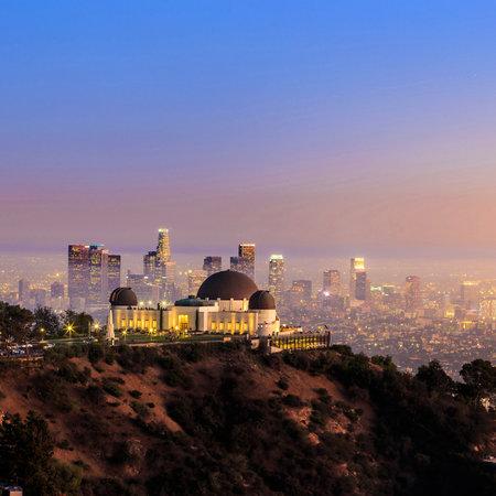 L'horizon de la ville Observatoire Griffith de Los Angeles et au crépuscule