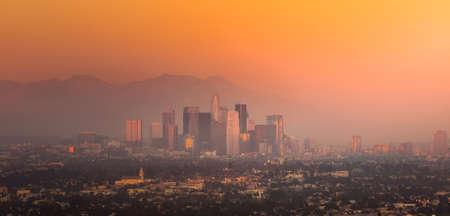 Downtown Los Angeles Skyline an der Dämmerung CA.