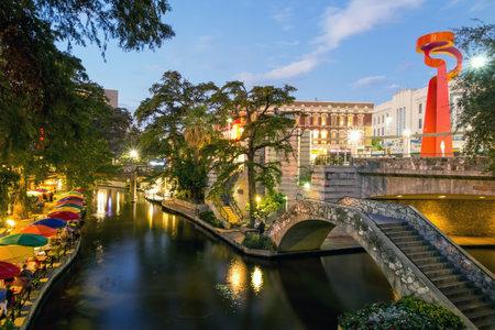 anden: River Walk en San Antonio, Texas Editorial