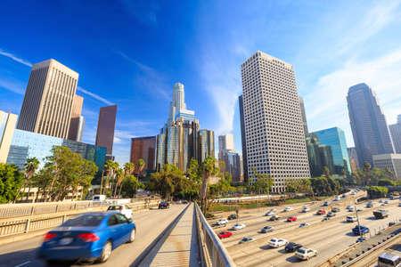 ロサンゼルス、カリフォルニア、アメリカ合衆国青空とダウンタウンの街並み。 写真素材