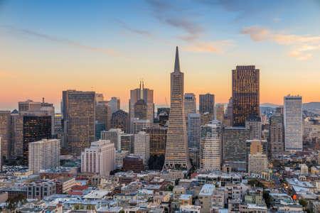 日没時のダウンタウン サン Francisco のビジネス センターの美しい景色。