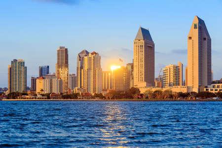 San Diego skyline bij zonsondergang, Californië
