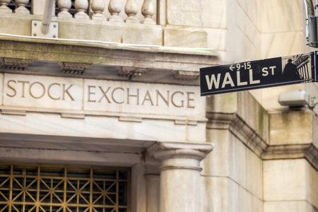 ニューヨーク市のウォール街サイン 報道画像