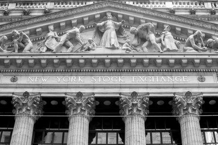 new york stock exchange: NEW YORK CITY - 11 febbraio: Il New York Stock Exchange il 11 Febbraio, 2015 a New York. � il pi� grande scambio al mondo per capitalizzazione di mercato.
