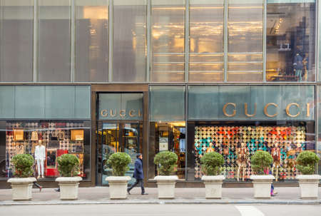 gucci store: NEW YORK CITY - FEB 13: Shopping street at 5th Avenue in NYC with tourists on  February 13, 2015. It is considered among the most expensive and best shopping streets in the world. Editorial