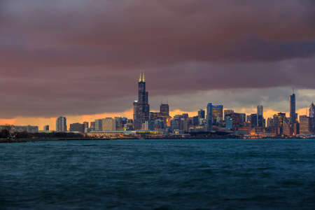 lake shore drive: Downtown Chicago Skyline at dusk