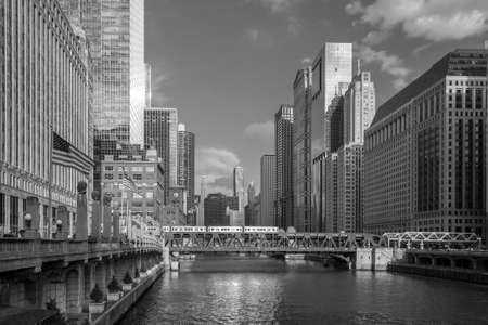 midwest usa: Chicago downtown and Chicago River