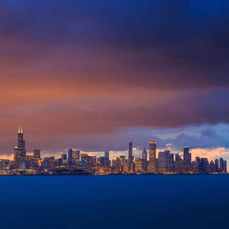 chicago city: Downtown Chicago Skyline at dusk