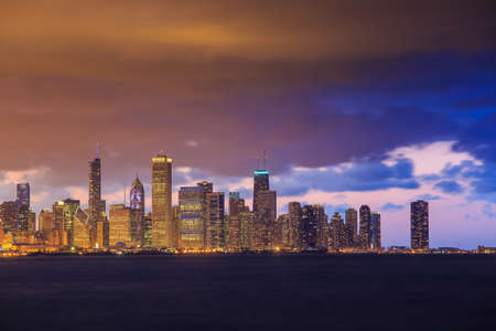 midwest usa: Downtown Chicago Skyline at dusk