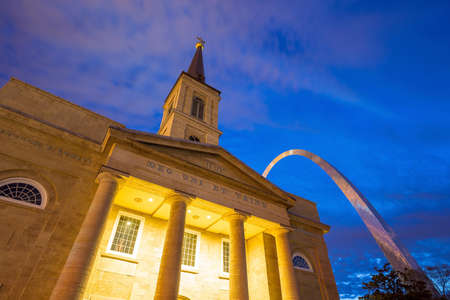 st louis: St. Louise - APRIL 12 : The old Basilica Cathedral in St. Louis on April 12, 2015 It was the first cathedral west of the Mississippi River and until 1845 the only parish church in the city of St. Louis, Missouri. Editorial