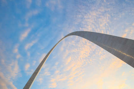 st  louis arch: St. Louise - APRIL 12 : The Gateway Arch in St. Louis on April 12, 2015 The Gateway Arch was designed by Finnish-American architect Eero Saarinen and German-American structural engineer Hannskarl Bandel in 1947. Editorial
