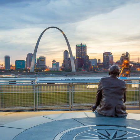 st louis: St. Louise - APRIL 11 : Downtown  St. Louis on April 11, 2015 The city developed along the western bank of the Mississippi River, which forms Missouris border with Illinois.